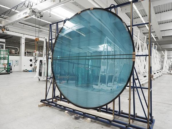 Sedak - How flat glass goes around the curve