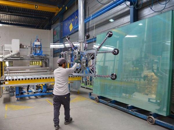 Laminated glass from jumbos: intake of the fully automatic Benteler LSG production line