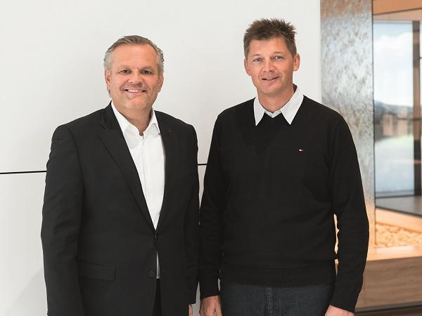 (From left) Andreas Engelhardt, Managing Partner of Schüco, and Alex Brand, future CEO of Soreg AG, are concentrating on the sale and marketing of high-end sliding systems.