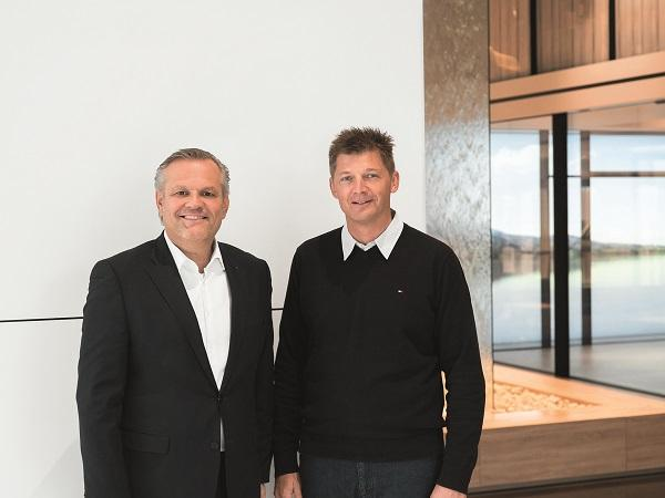 Strategic partners: Andreas Engelhardt, CEO and Managing Partner of Schüco International KG and Alex Brand, owner of SOREG AG, welcome the close collaboration on Panorama Design sliding systems.