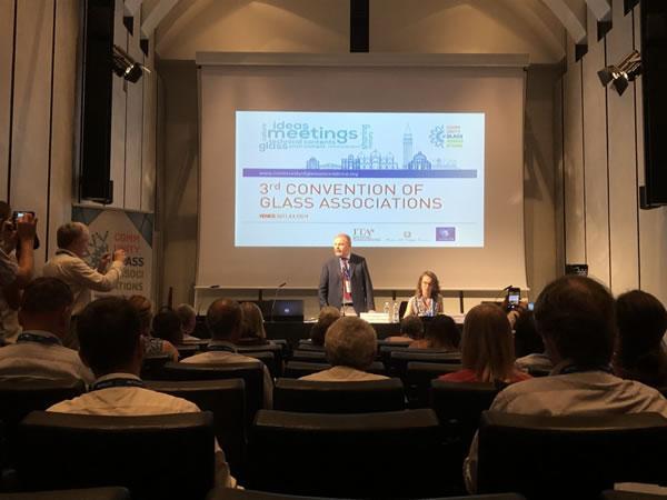 Vitrum president Dino Zandonella addresses the third annual Convention of International Glass Associations.