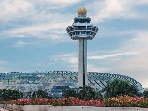 Vitro Glass makes Jewel Changi Airport in Singapore sparkle