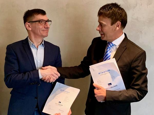 From left to right Press Glass CFO Cezary Ziółkowski, FeneTech Europe CEO Horst Mertes