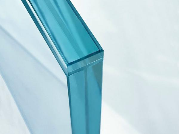 "With ""sedak clear-edge"" even the edges of thin laminates can be effectively and transparently protected."