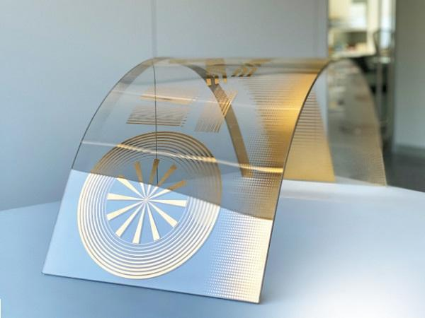 Unlimited creativity: the printed glass can be processed further into insulating and safety glass, and can even be curved.
