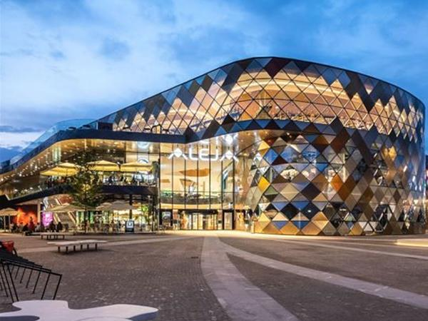Tvitec dress up the trendiest mall in Slovenia with Tecglass technology